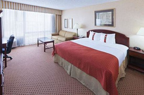 MCM Elegante Hotel & Suites : King Room
