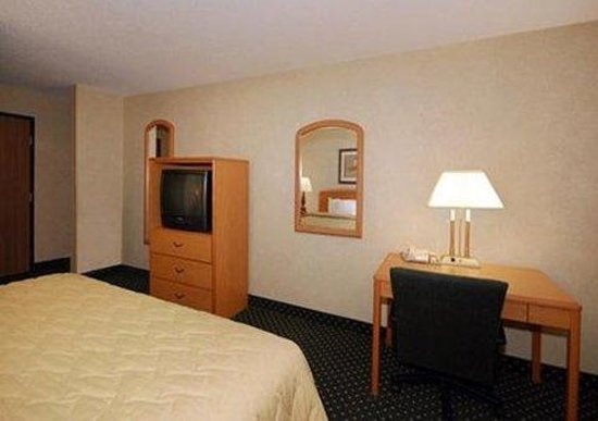 Quality Inn & Suites South: Interior