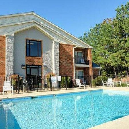 Magnuson Hotel On The Lake Clarksville Pool
