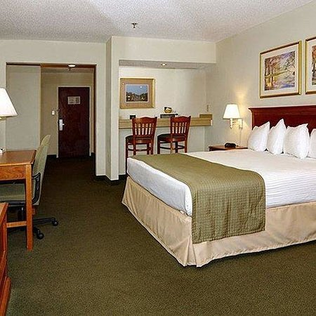Magnuson Hotel On The Lake Clarksville Room