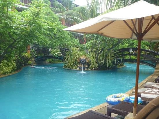 Padma Resort Legian : lagoon pool