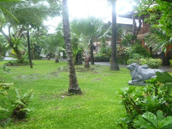 Padma Resort Legian: grounds