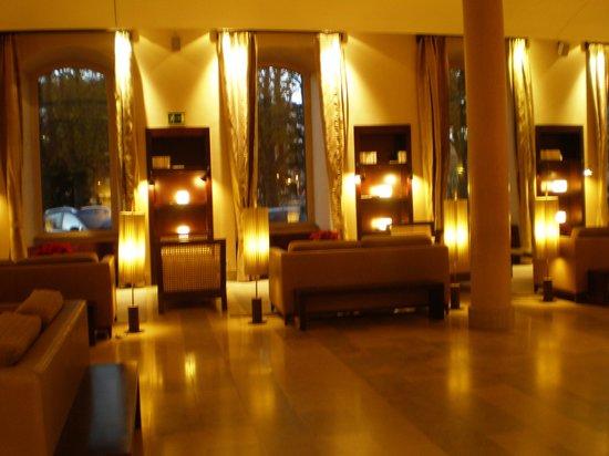 NH Collection Palacio de Burgos: Hall del hotel