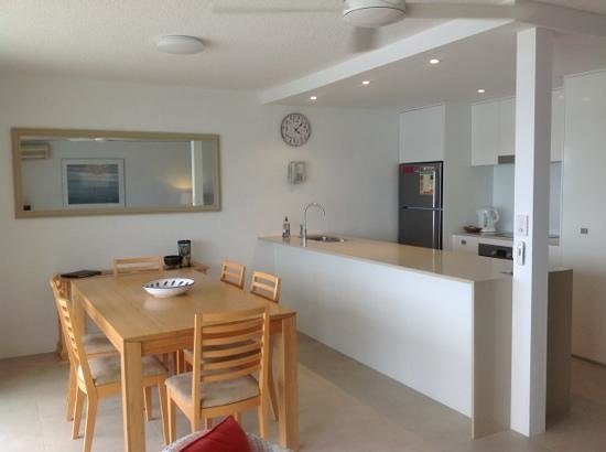 Noosa Harbour Resort : Kitchen & Dining - 2Bed/2Bath Riverview