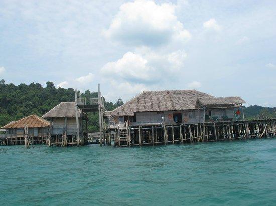 Telunas Beach Resort : A rustic getaway, with simple, yet modern facilities.