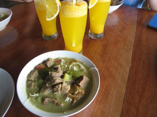 Telunas Beach Resort : A welcome drink, and the awesome beef soto
