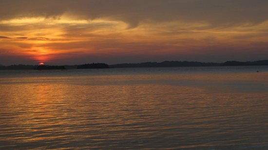 Telunas Resorts - Telunas Beach Resort: Sunset from the room.
