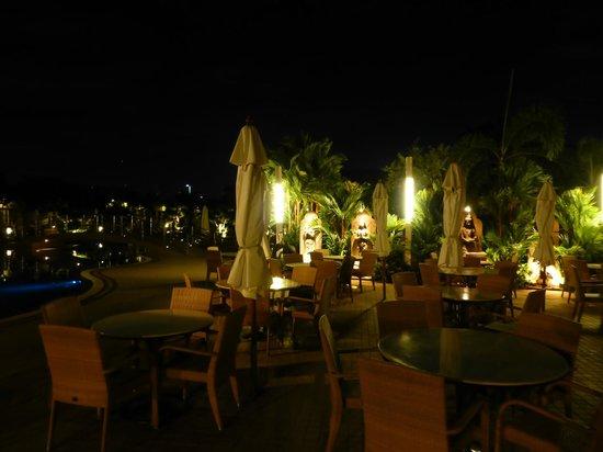 Thai Garden Resort : Hotelanlage bei Nacht