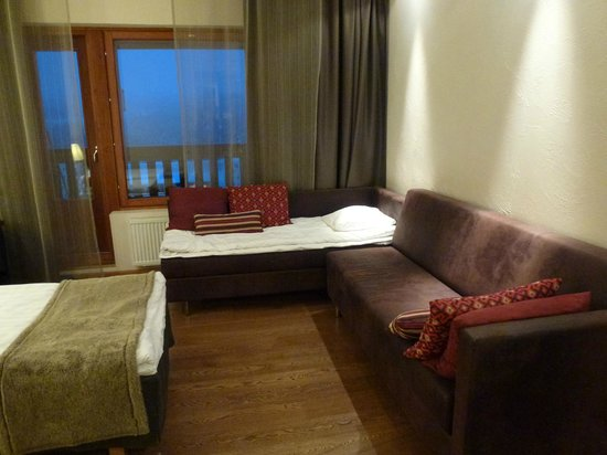 Santa's Hotel Tunturi: Twin room in Gielas wing with sofa bed