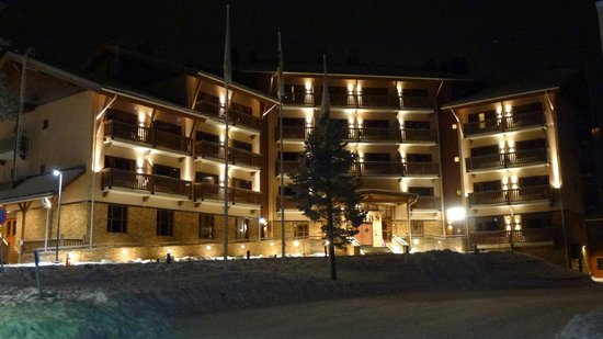 Santa's Hotel Tunturi: Exterior shot of the Gielas wing at night
