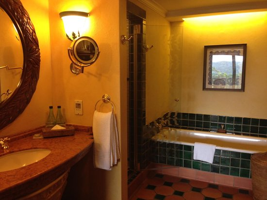 The Palace of the Lost City: Suite Bathroom