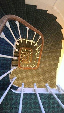 Ibis Paris Grands Boulevards Opera 9eme: L'escalier vu du 6e étage