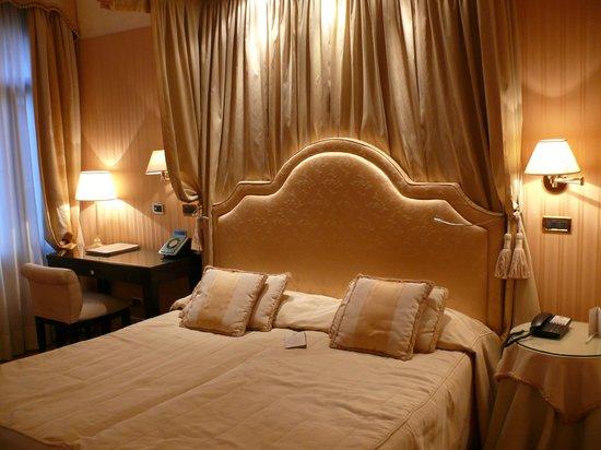 Hotel a La Commedia: Un très bon lit