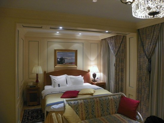 Hotel Kamp: another view of the executive room