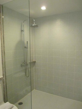 Chaydon Bangkok: Water pressure can be low for a rain shower head