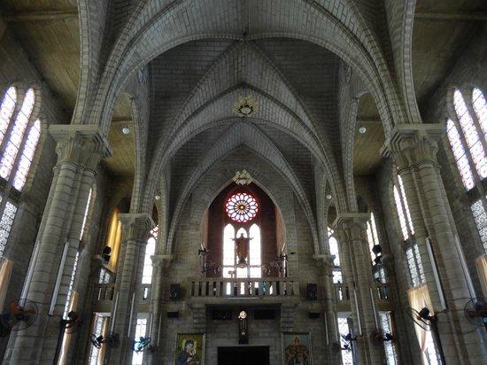 Nha Tho Nui: cathedral