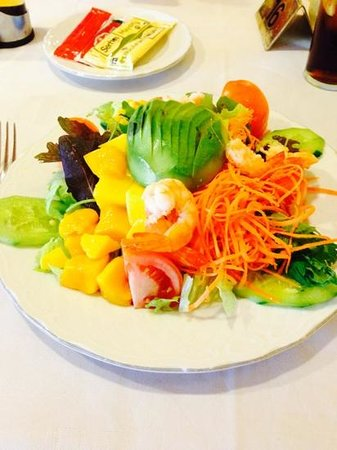 Gran Tacande Wellness & Relax Costa Adeje: Bocana pool bar/restaurant prawn, mango & avocado salad