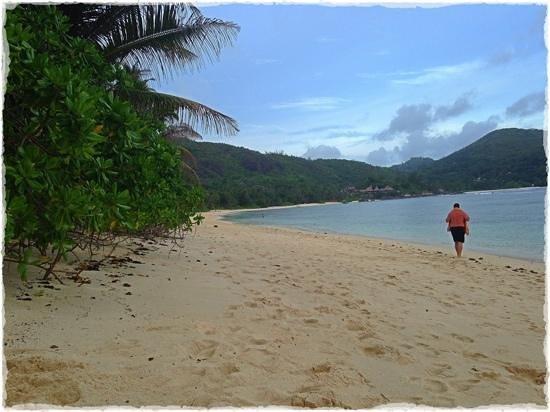 Kempinski Seychelles Resort : the kempinski resort's beautiful large beach area.