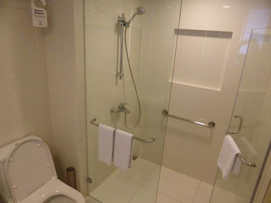 Seda Bonifacio Global City : Bathroom