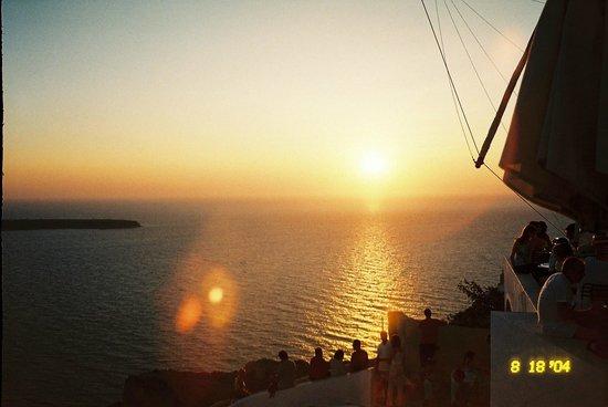 Mylos Bar Restaurant: Sunset at Mylos Cafe Bar Restaurant  Firostefani, Santorini