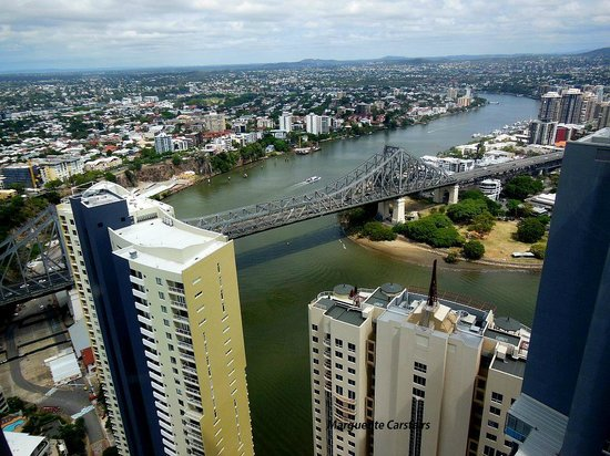 Meriton Suites Adelaide Street, Brisbane: View from Lounge of Storey Bridge