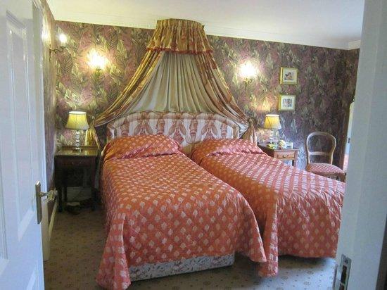 Abbeyglen Castle Hotel : bedroom