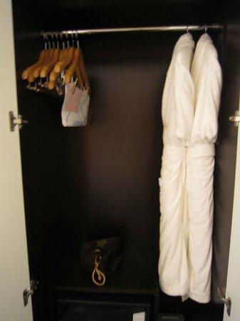 The Grand Hotel Myeongdong: ふわっふわのバスローブ、気持ちいいです