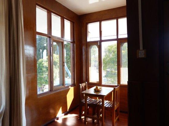 Mingalar Inn : Suite room on second floor dining area