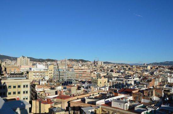 H10 Montcada Boutique Hotel: Blick auf die Sagrada Familia von der Dachterrasse aus