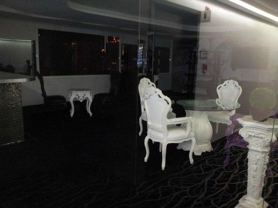 Riande Granada Urban Hotel: Lounge