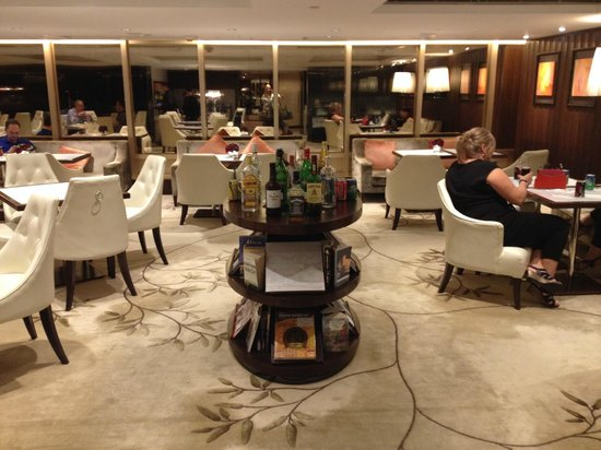 The Royal Pacific Hotel & Towers: Business Lounge Club