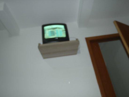 Tropicanas Apart Hotel: TV ainda de Tubo de Raios Catódicos...