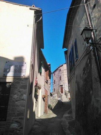 Il Borgo di Sempronio : la via degli appartamenti Morganti