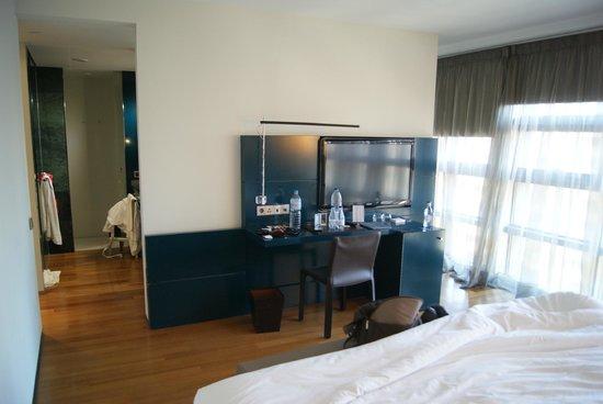 Hotel Reina Petronila: room