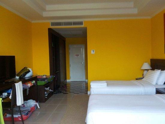 La Vie En Rose Hotel : Yellow room