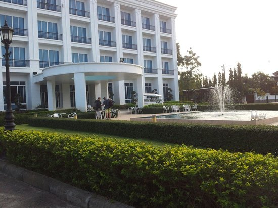 La Vie En Rose Hotel : Outside view