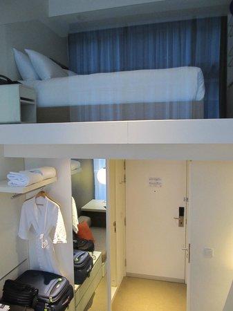 Studio M Hotel : Room