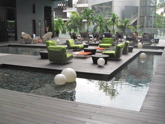 Studio M Hotel : Pool area