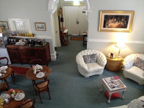 Fremantle Bed and Breakfast: Entrance and dining area