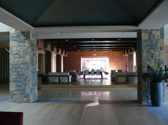 Daios Cove Luxury Resort & Villas : Хол
