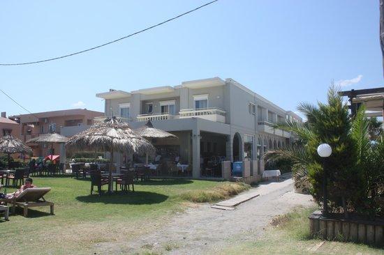Platanias Mare Hotel: Strandsiden