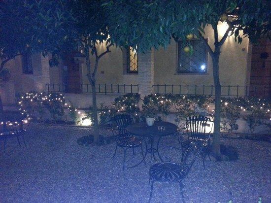 Hotel Santa Maria: il giardino interno