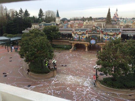 Disneyland Hotel: More