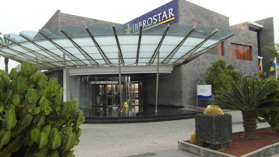 THe Mirador Papagayo Hotel : Hotel Entrance, Dec 2013