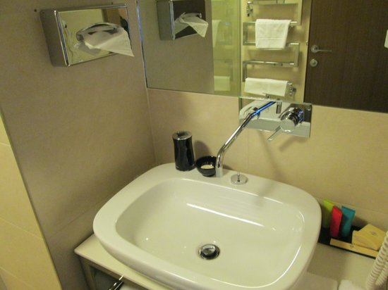 Grand Hotel Europa : Large, clean, fully equiped bathroom with bidet