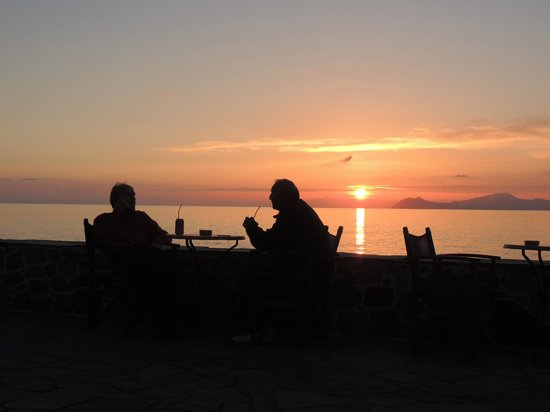 Proveza Cafe Bar: coffee by the sea