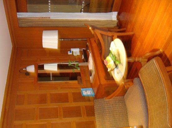 Amari Vogue Krabi: Spa Suite - desk
