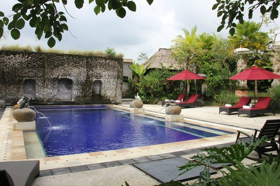 Bebek Tepi Sawah Villas & Spa: Pool Beach Area