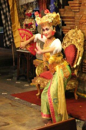Bebek Tepi Sawah Villas & Spa: Balinese Dance