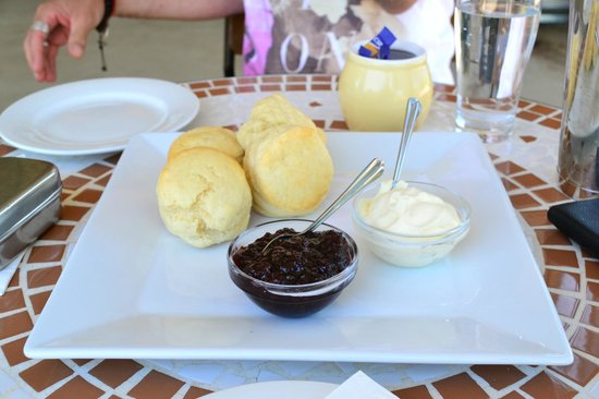 Whorouly, Australia: Light and fluffy scones with our devonshire tea/coffee - Dec 2013.